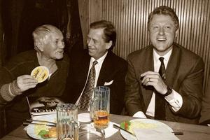 Hrabal, Havel, Clinton, drinking beer
